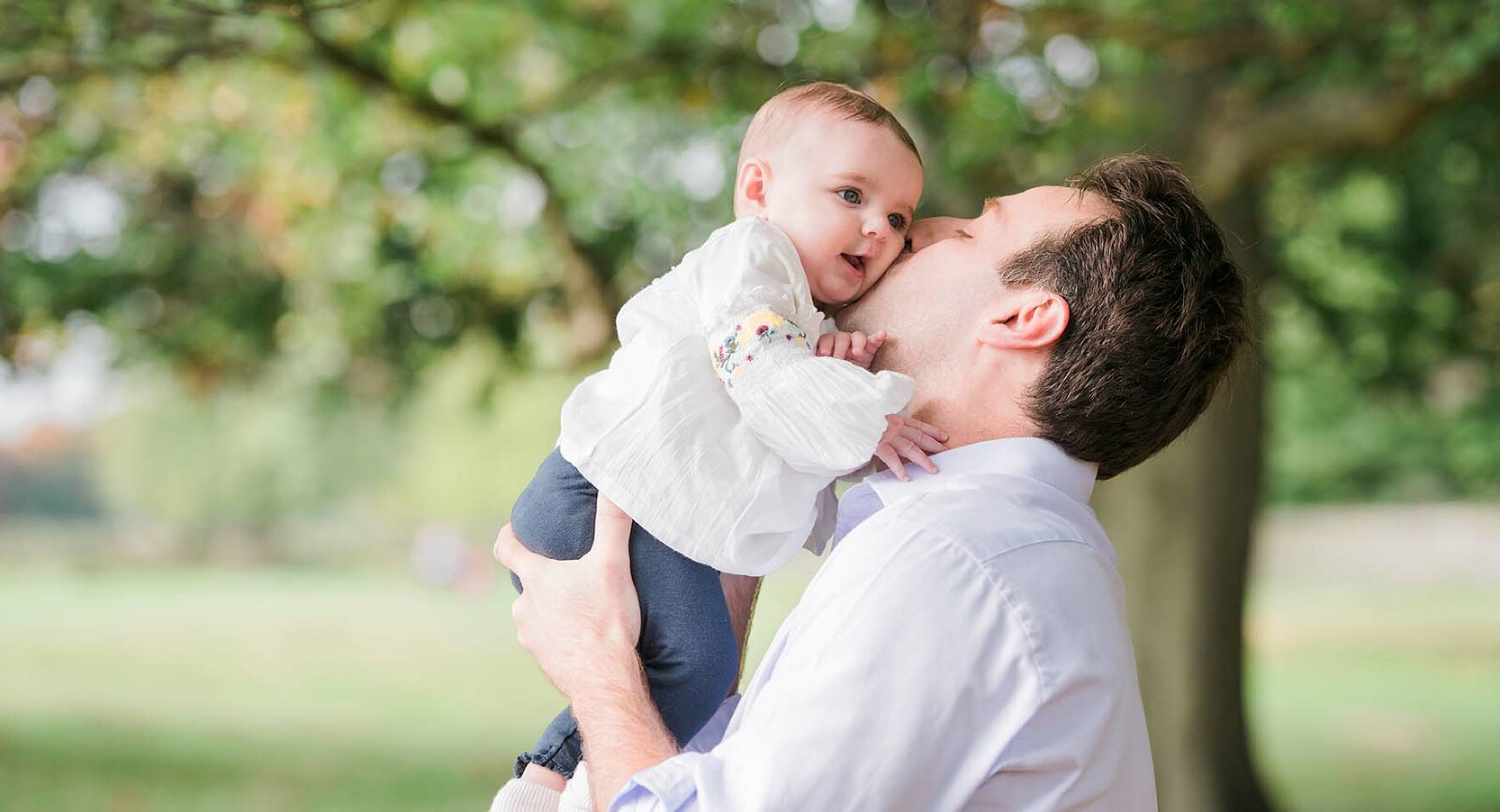 Daddy kissing his daughter during photo shoot Esher